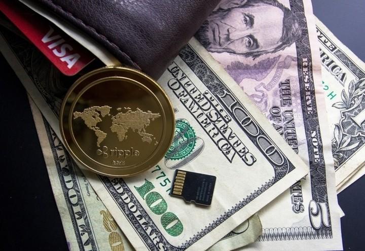 Ripple_dollaro_pixabay