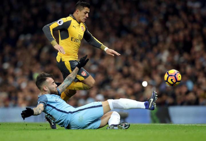 Sanchez_Otamendi_Arsenal_City_lapresse_2017