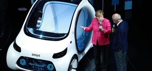 Smart_Elettica_Merkel_Lapresse