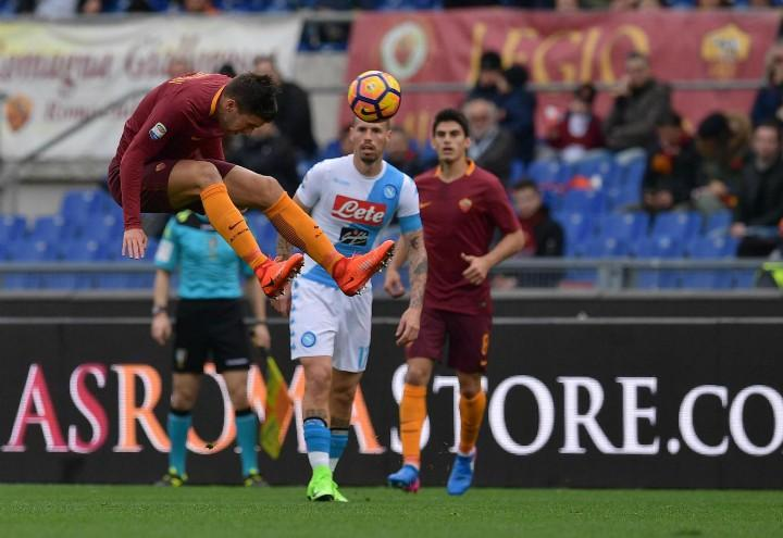 Strootman_testa_Hamsik_Roma_Napoli_lapresse_2017