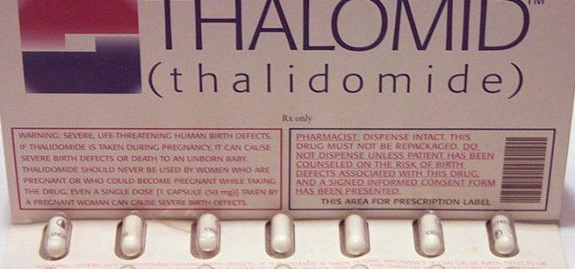 Talidomide, donna senza braccia