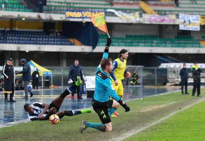 Udinese_Chievo_guardalinee_lapresse_2017