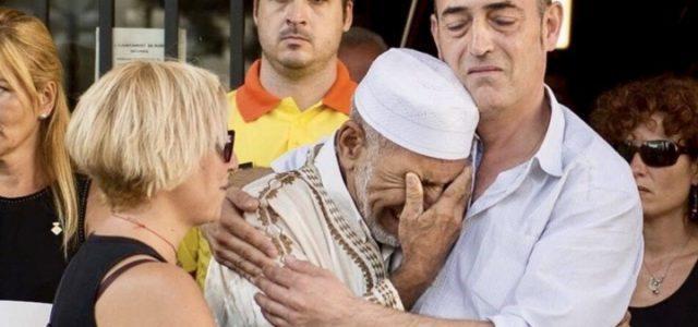 attentato_barcellona_abbraccio_imam_vittime_islam_isis_twitter_2017