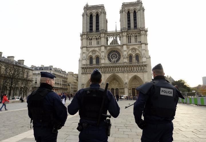 attentato_parigi_notre_dame_polizia_francia_terrorismo_twitter_2017