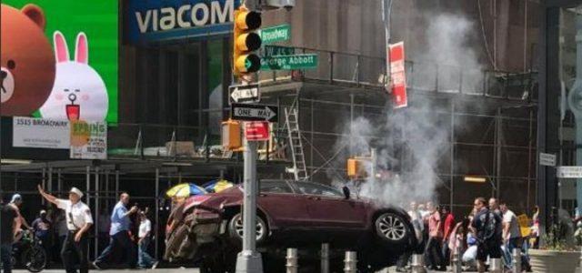 auto_folla_new_york_attentato_time_square_terrorismo_america_usa_lapresse_2017