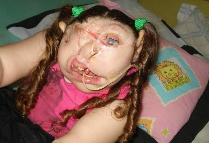 bambina-senza_volto_fb