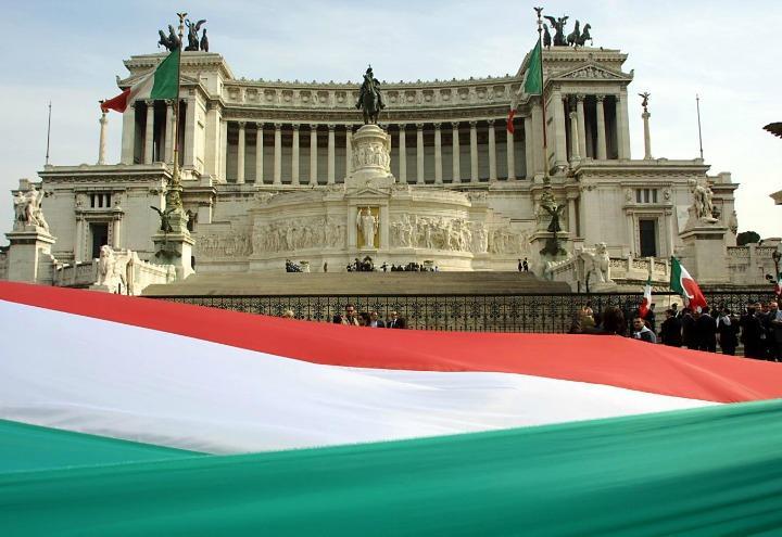 Bandiera italiana, significato colori/ Verde, bianco e rosso: pianure ...