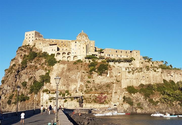 castello_aragonese_ischia_pixabay