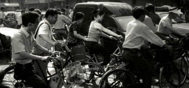 cina_traffico_biciclette_shangai_lapresse_2004
