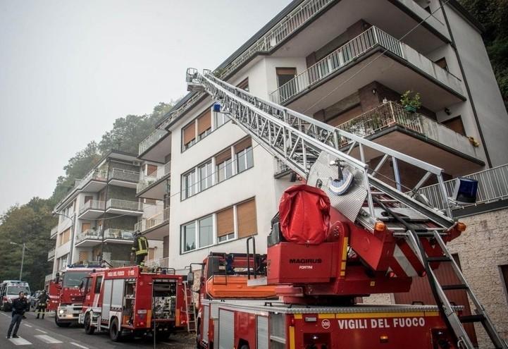 como_pompieri_incendio_soccorso_lapresse_2017