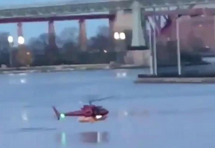 elicottero_new_york_usa_incidente_east_river_fiume_twitter_2018