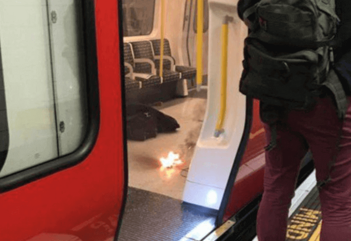 esplosione_londra_metro_tower_hill_fiamme_twitter_2017