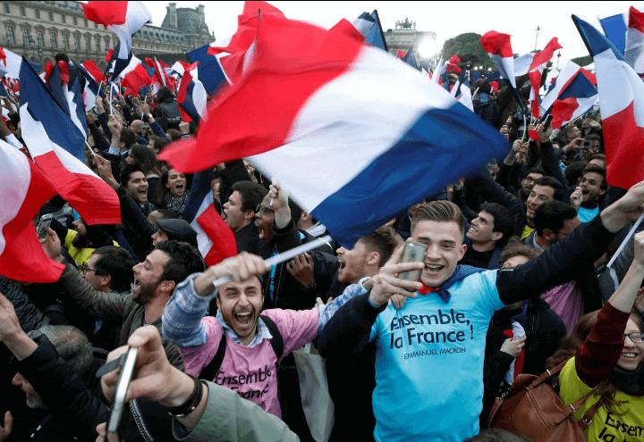 francia_elezioni_macron_tricolore_lapresse_2017
