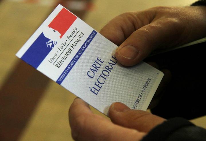 francia_elezioni_voto_schedaelettorale_lapresse_2017