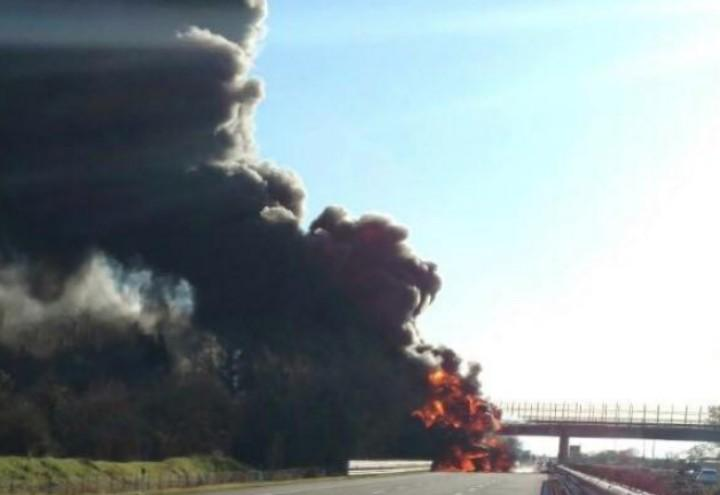 incidente_incendio_autostrada_a21_brescia_camion_twitter_2017
