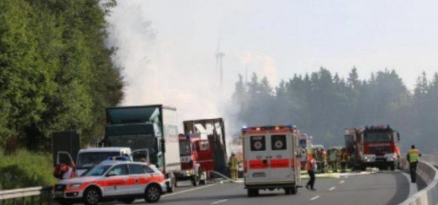 incidente_pullman_bus_baviera_germania_ambulanza_twitter_2017