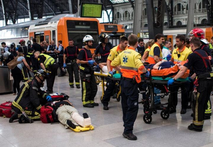 incidente_treno_barcellona_stazione_spagna_soccorsi_twitter_2017