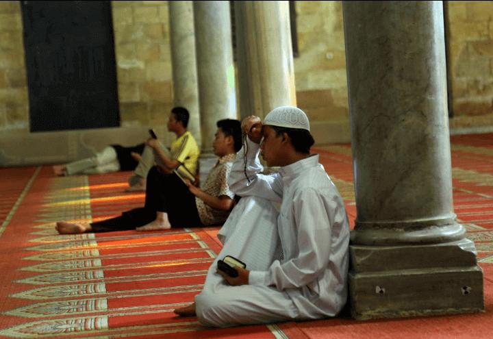 islam_preghiera_2_moschea_lapresse_2015