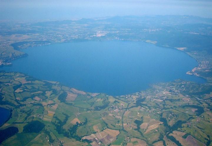 lago_bracciano_wikipedia