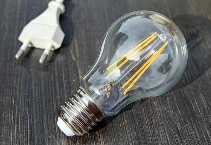 lampadina_luce_elettricita_pixabay