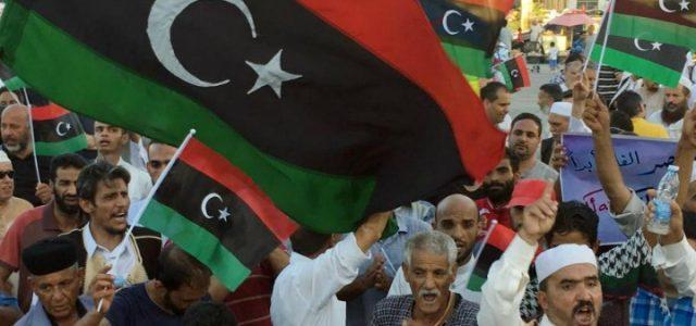 libia_proteste_manifestazione_bandiera_lapresse_2016