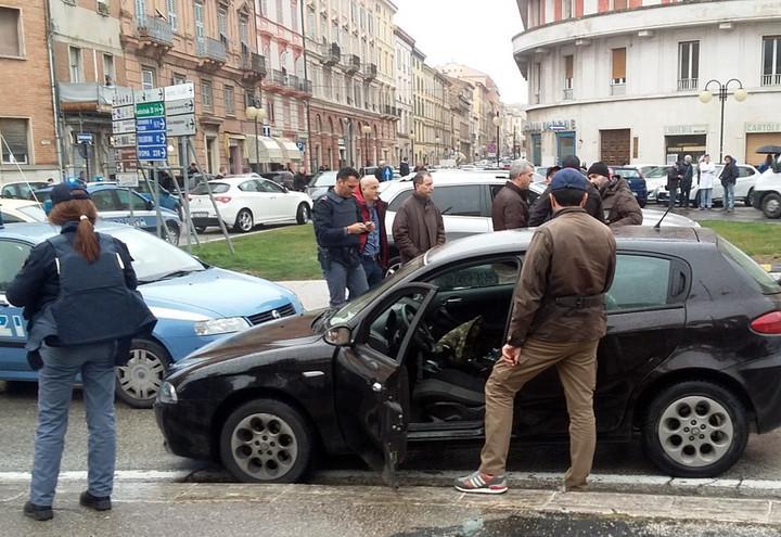 macerata_polizia_sparatoria_1_lapresse_2018