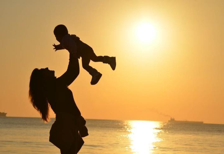 madre_maternita_pixabay