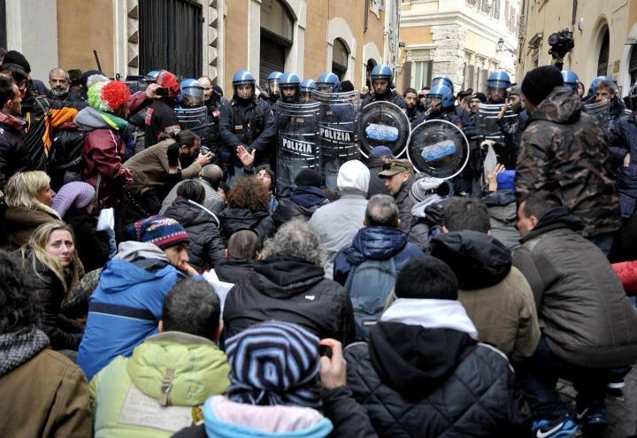 movimento_forconi_tafferugli_polizia_lapresse_2017
