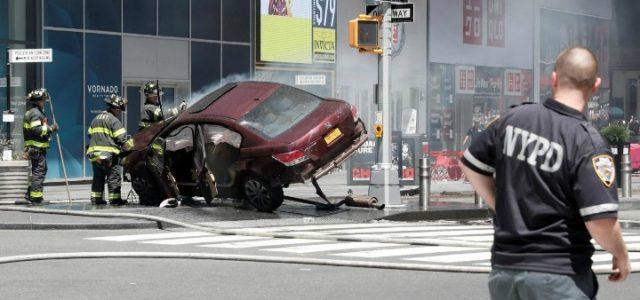 newyork_timessquare_incidente_auto_lapresse_2017
