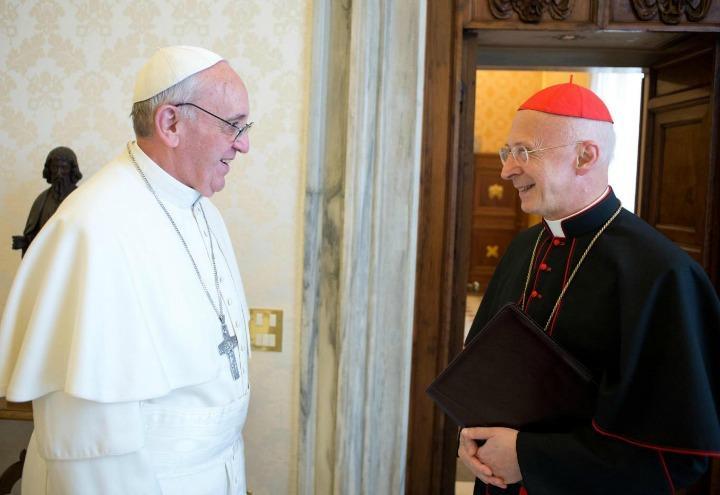 papa_francesco_angelo_bagnasco_cardinale_bergoglio_arcivescovo_cei_lapresse_2017