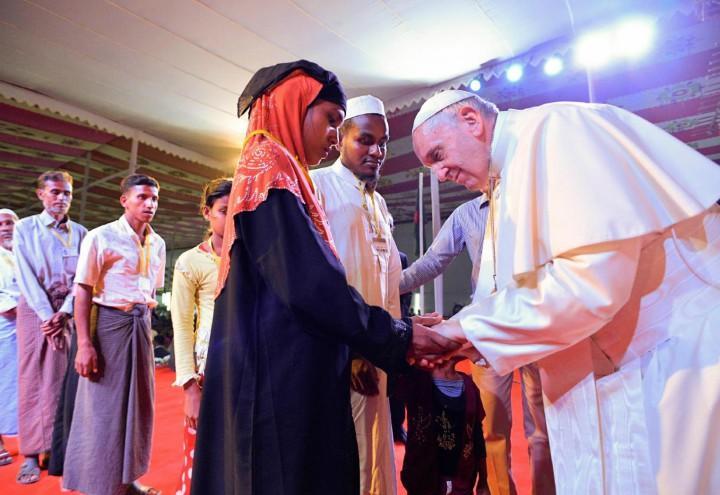 papa_francesco_bergoglio_chiesa_vaticano_bangladesh_rohingya_musulmani_lapresse_2017