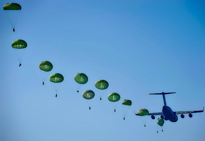 paracadutisti_pixabay