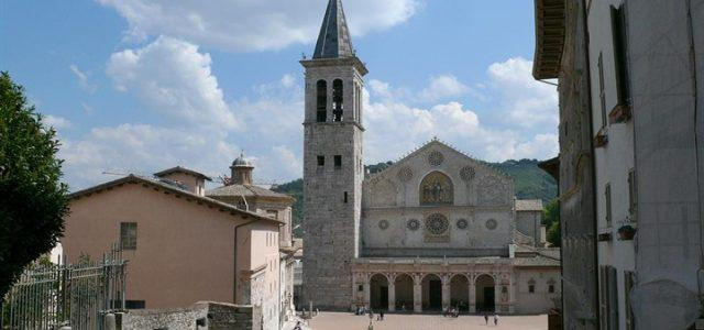 piazza_duomo_spoleto_wikipedia