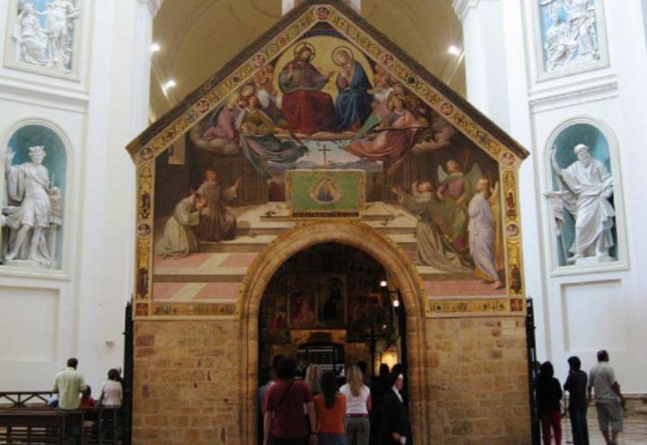 porziuncola_assisi_perdono_indulgenza_san_francesco_basilica_wikipedia_2017