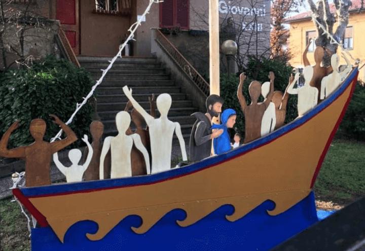 presepe_natale_migranti_profughi_chiesa_arcore_twitter_2017