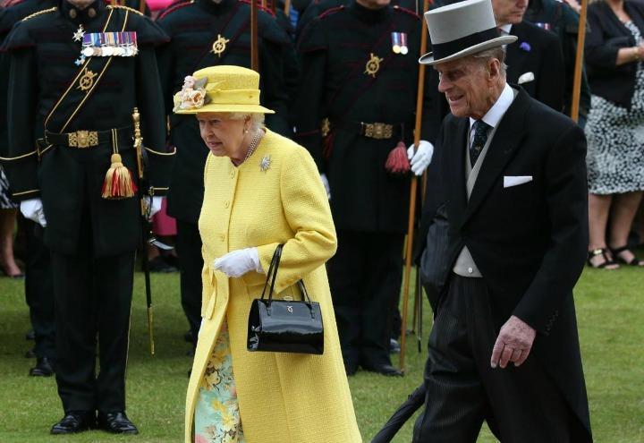 regina_elisabetta_principe_filippo_inghilterra_reali_duca_edimburgo_lapresse_2017