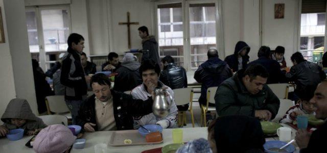 rei_poverta_mensa_caritas_poveri_chiesa_accoglienza_pranzo_lapresse_2017