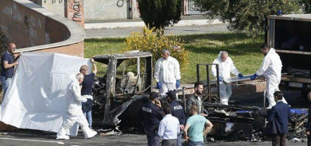 roma_rogo_incendio_camper_rom_polizia_lapresse_2017
