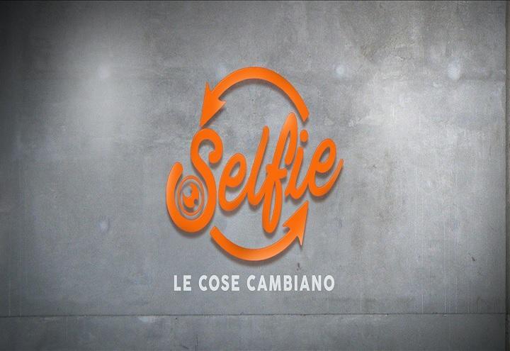 selfie_le_cose_cambiano_logo