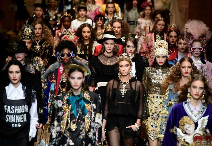 Milano Show Sfilata Dopo Gabbana I Uno Al Droni amp; Dolce Metropol RyHfcWgy