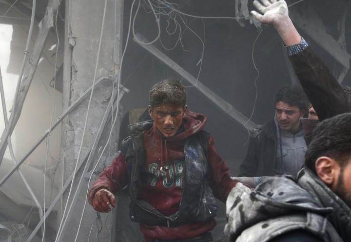 siria_guerra_13_bombe_feriti_lapresse_2018