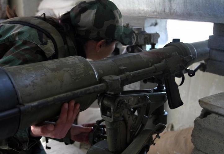 siria_guerra_ghouta_militare_donna_lapresse_2015