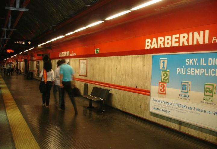 suicidio_metro_roma_barberini_stazione_sciopero_atac_twitter_2018