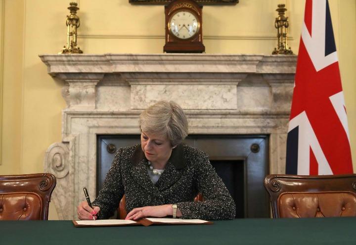 theresa_may_brexit_regno_unito_inghilterra_europa_negoziati_ue_lapresse_2017