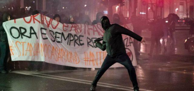 torino_scontri_casapound_antifascisti_guerriglia_resistenza_lapresse_2018