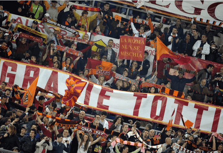 totti_striscione_tifosi_lapresse_2011