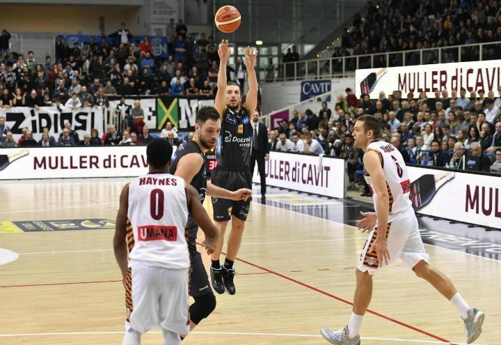trento_canestro_basket_forray_lapresse_2017