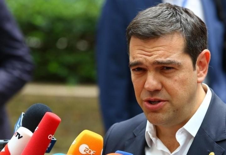 tsipras_microfoni_lapresse