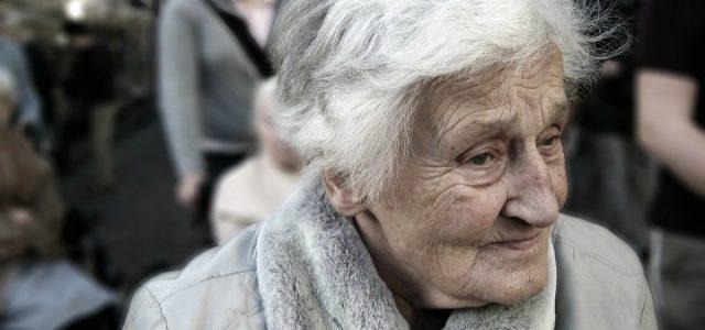 vecchia_nonna_anziana_pixabay_2017