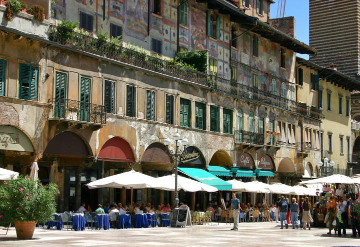 verona_piazza_erbe_wikimedia